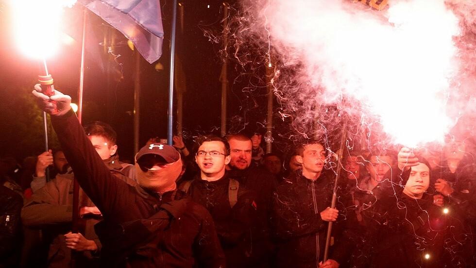 زيلينسكي في مرمى القوميين بعد دعمه