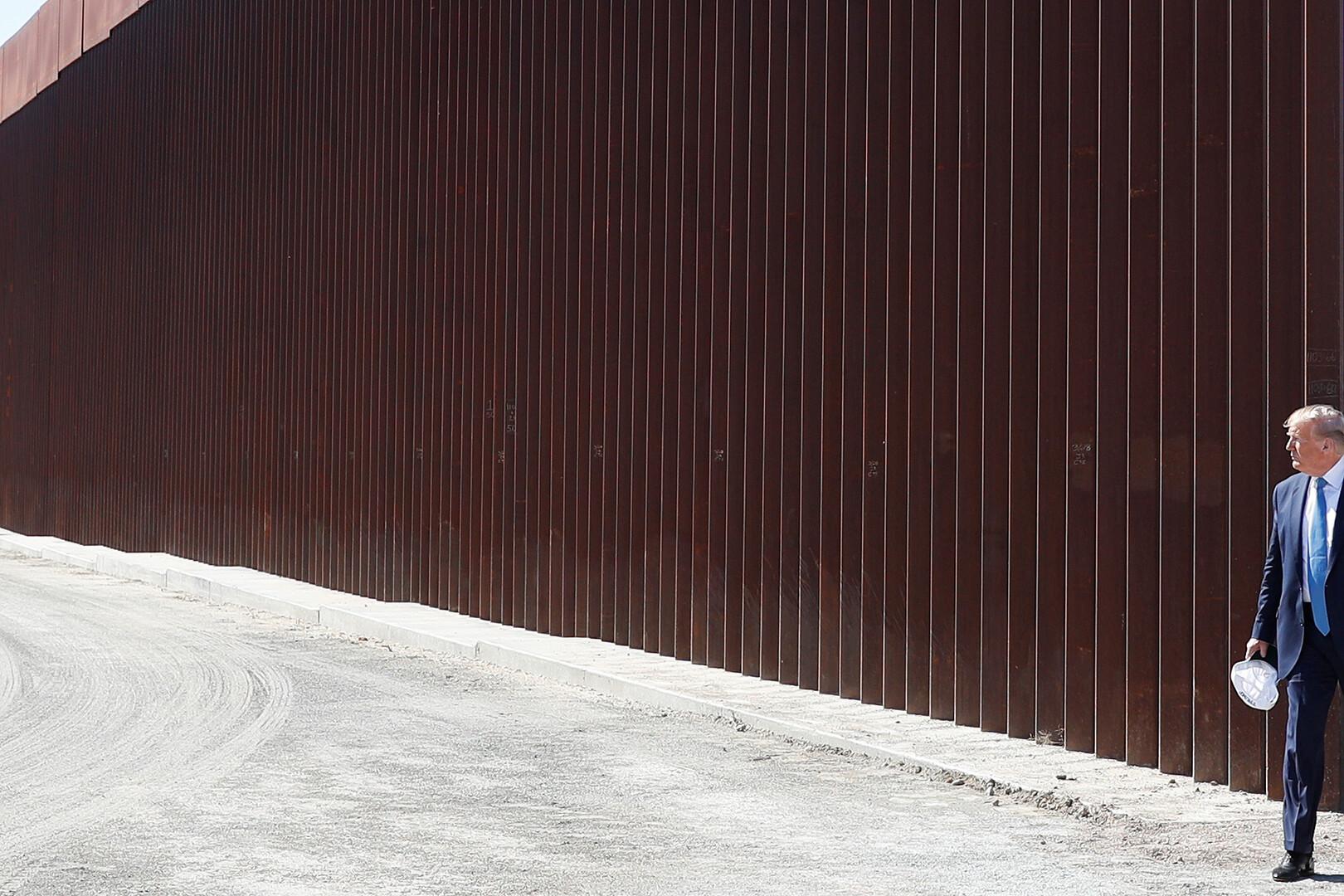 صحيفة: ترامب اقترح إطلاق التماسيح والأفاعي على المهاجرين لمنعهم من التسلل