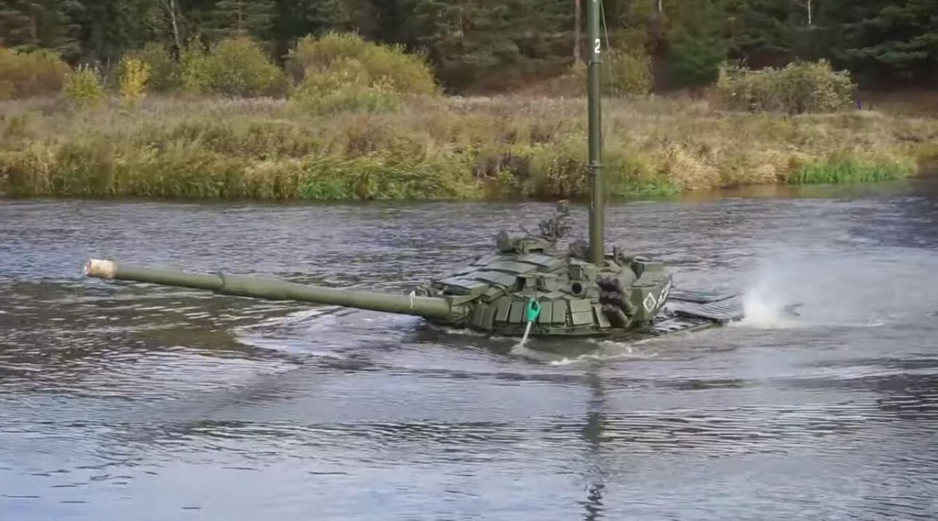 بالفيديو.. الدبابات الروسية تسير تحت الماء