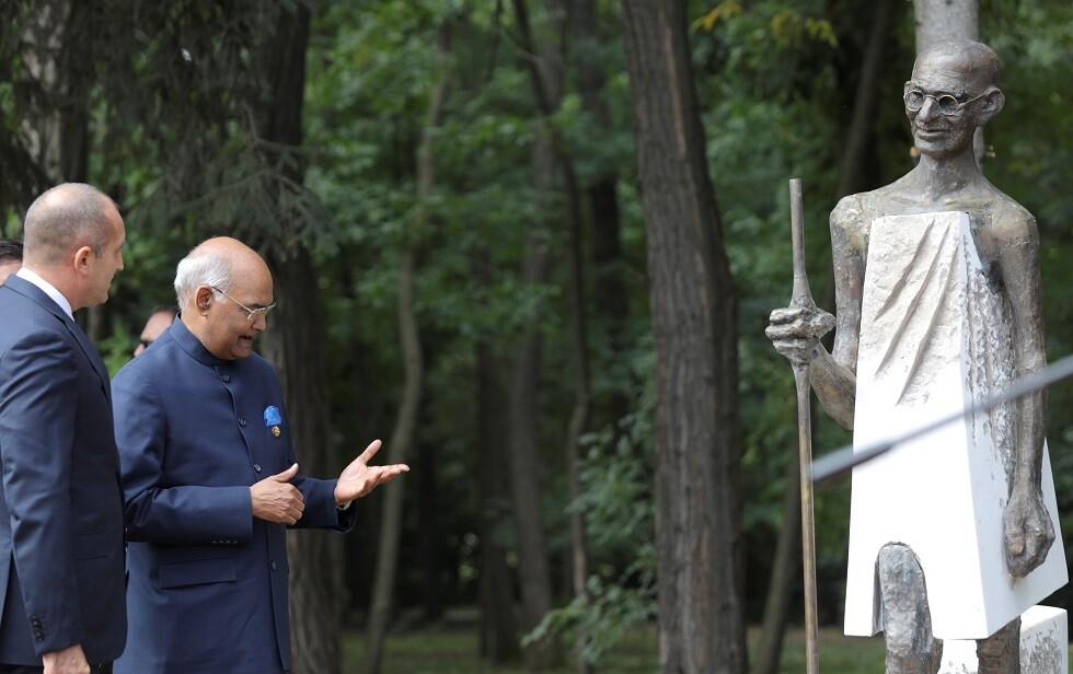 تمثال للزعيم الهندي غاندي