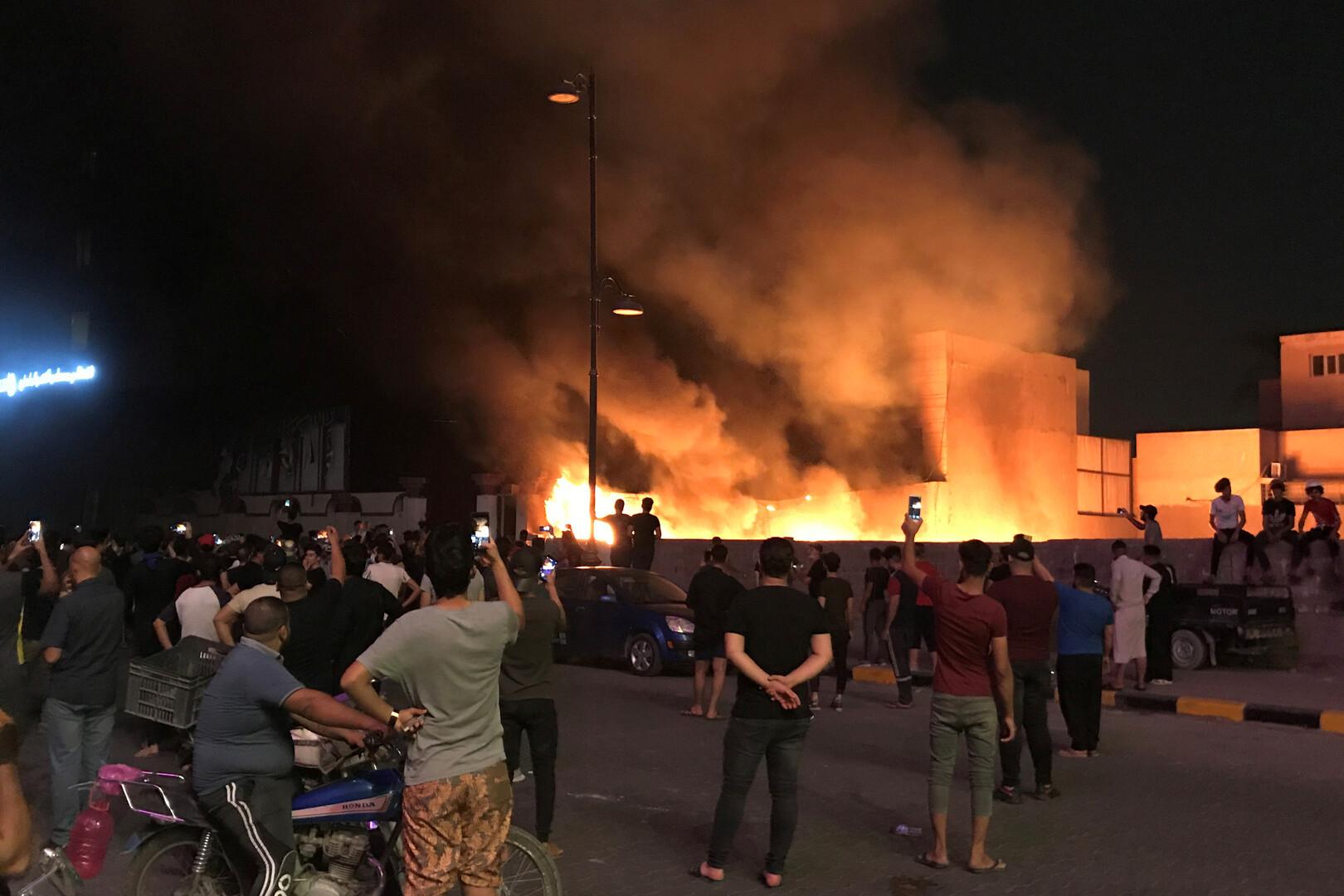 مقتل 11 عراقيا أثناء احتجاجات الليلة الماضية في مدينتين جنوبي البلاد