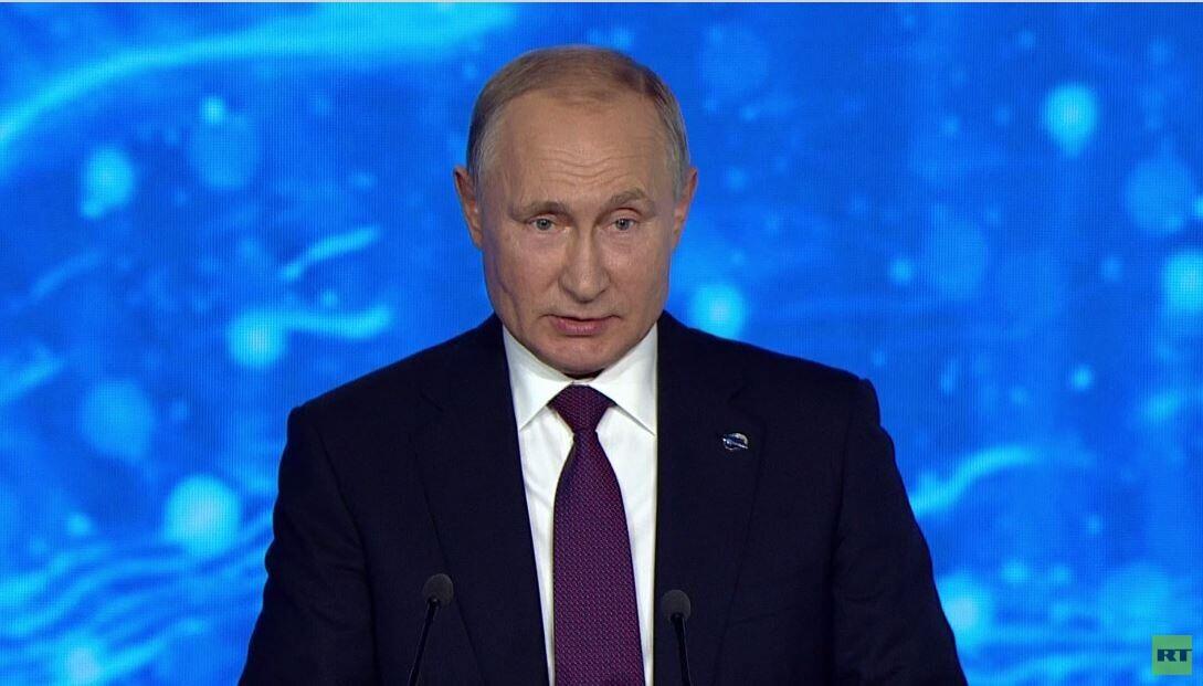 الرئيس الروسي، فلاديمير بوتين، يلقي كلمة خلال افتتاح أعمال الجلسة العامة لمنتدى فالداي للحوار الدولي (3 أكتوبر 2019).