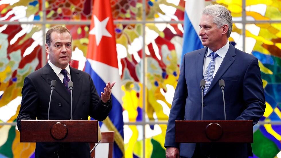 مدفيديف: روسيا تؤيد موقف كوبا بشأن ضرورة رفع الحصار الأمريكي