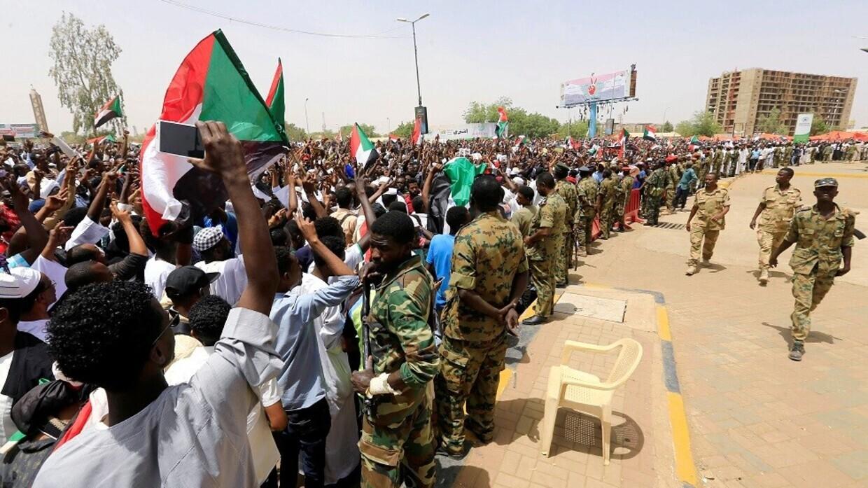 السودان.. مقتل عسكري وجرح ضابطين وتدمير مصانع تعدين بهجوم مسلح في جنوب كردفان