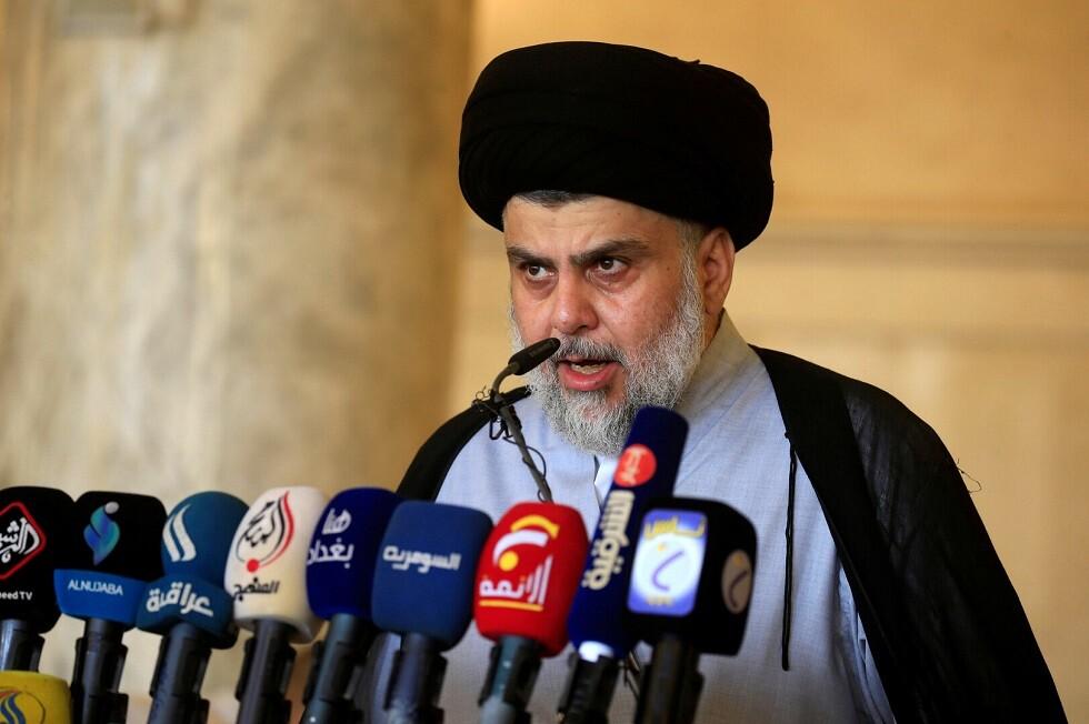 العراق.. مقتدى الصدر يطالب باستقالة الحكومة وإجراء انتخابات مبكرة