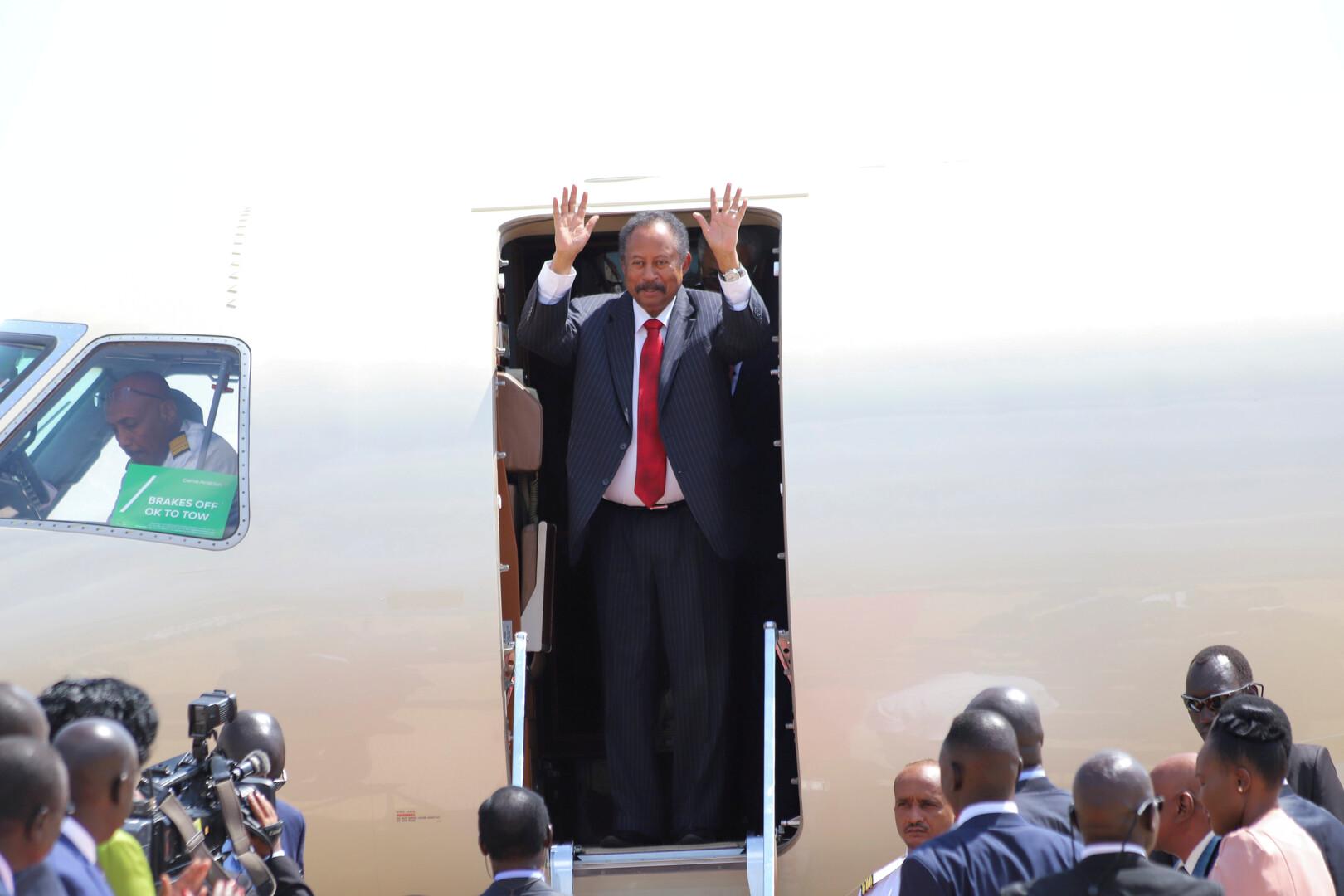 حمدوك والبرهان يغادران الخرطوم لبدء جولة خليجية مفاجئة