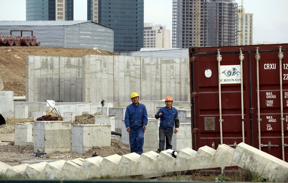 عمال صينيون في أحد مشاريع البناء في الجزائر