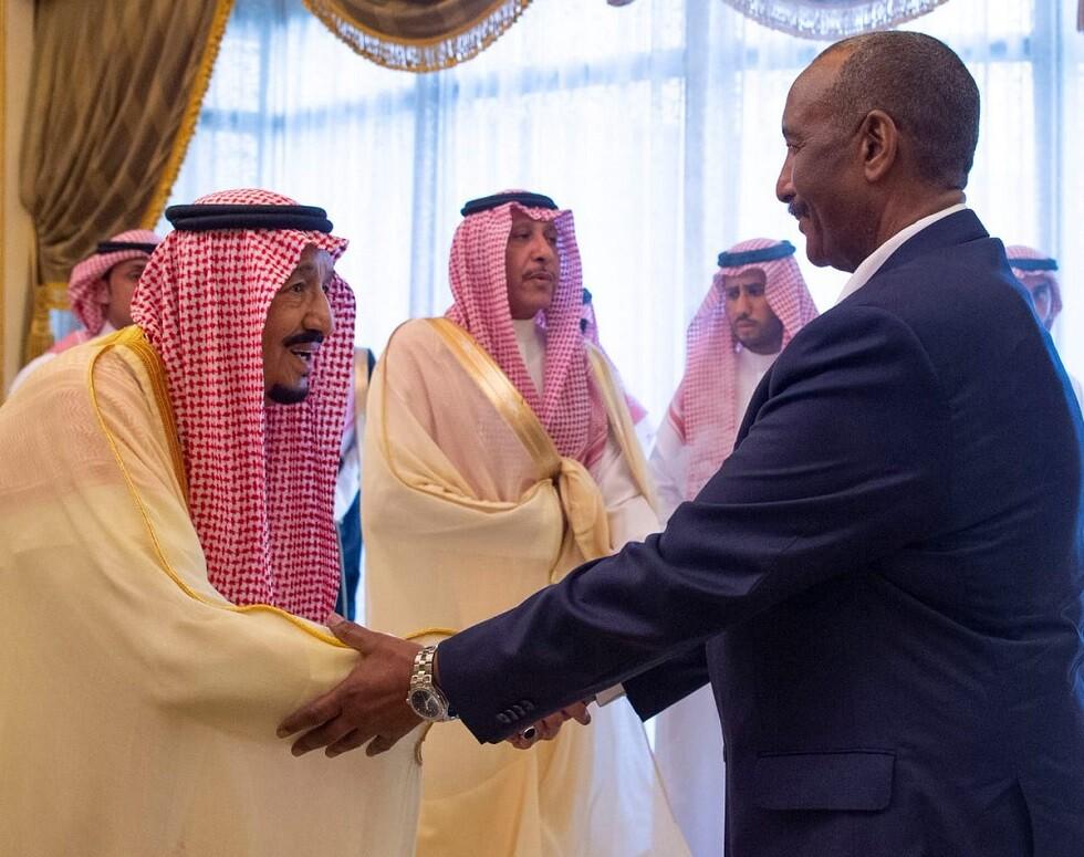 الملك سلمان بن عبد العزيز آل سعود، ورئيس مجلس السيادة السوداني، الفريق أول ركن عبد الفتاح البرهان