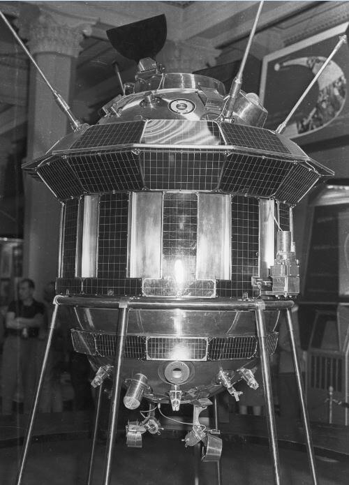 نشر صور الجانب البعيد للقمر التقطت قبل 60 سنة