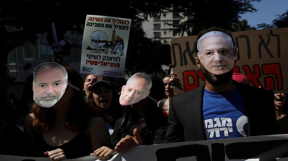 متظاهرون إسرائيليون ضد الحرب يرتدون أقنعة لنتنياهو وليبرمان وكاتس - أرشيف
