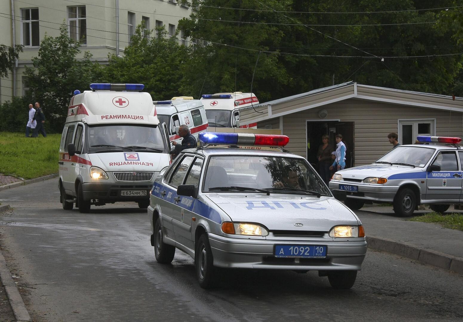 سائق سيارة مخمور يصطدم بجدار مقبرة ويتسبب في مقتل مرافقه
