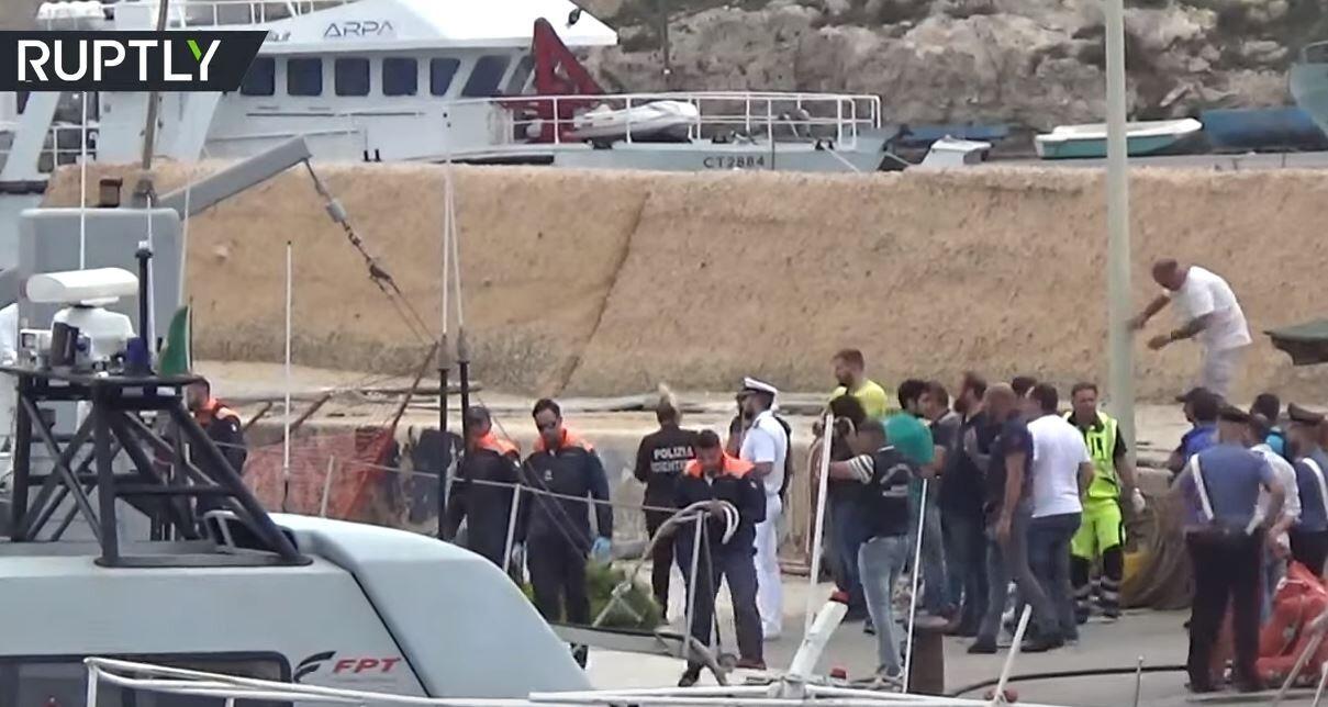 مصرع 13 مهاجرة بينهن حوامل جراء غرق زورق قبالة لامبيدوزا الإيطالية