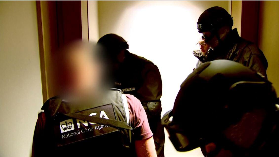 شاهد.. الشرطة البريطانية تضبط محاولة تهريب دفعة هائلة من المخدرات