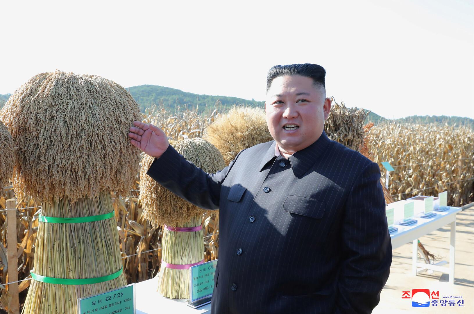 كيم يظهر في مزرعة بعد غياب دام شهر (صور)
