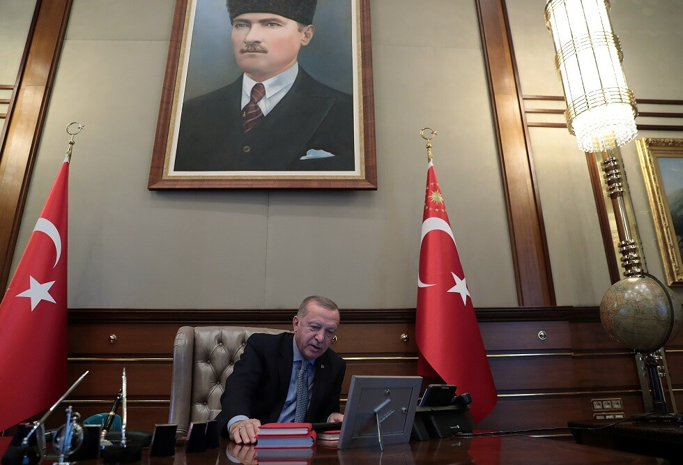 شاهد.. لحظة إعطاء أردوغان أوامر إطلاق العملية العسكرية شمال سوريا