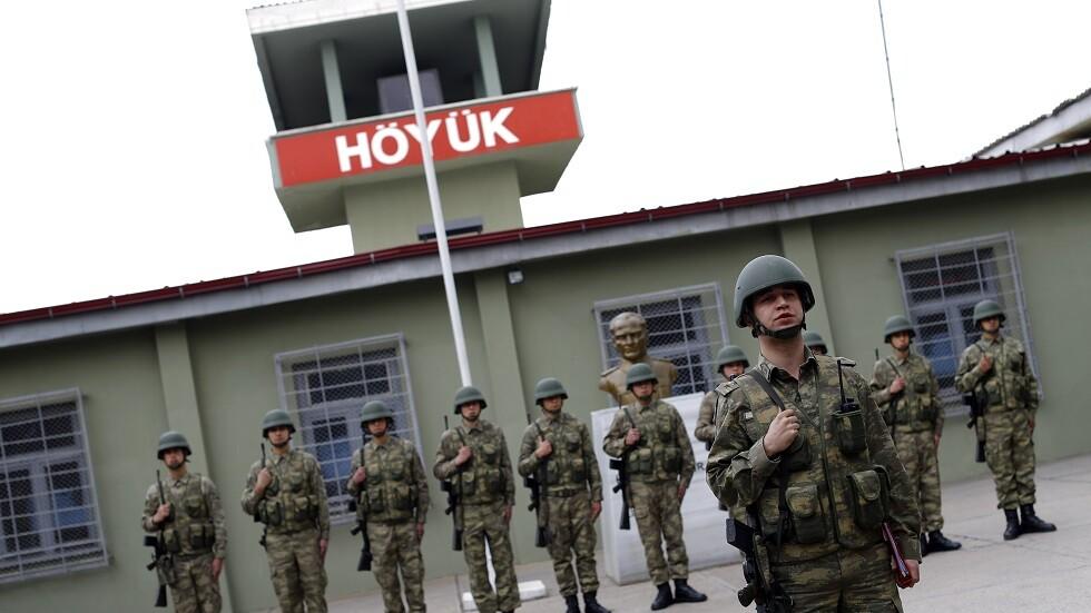 جنود أتراك في الطريق إلى جبهة