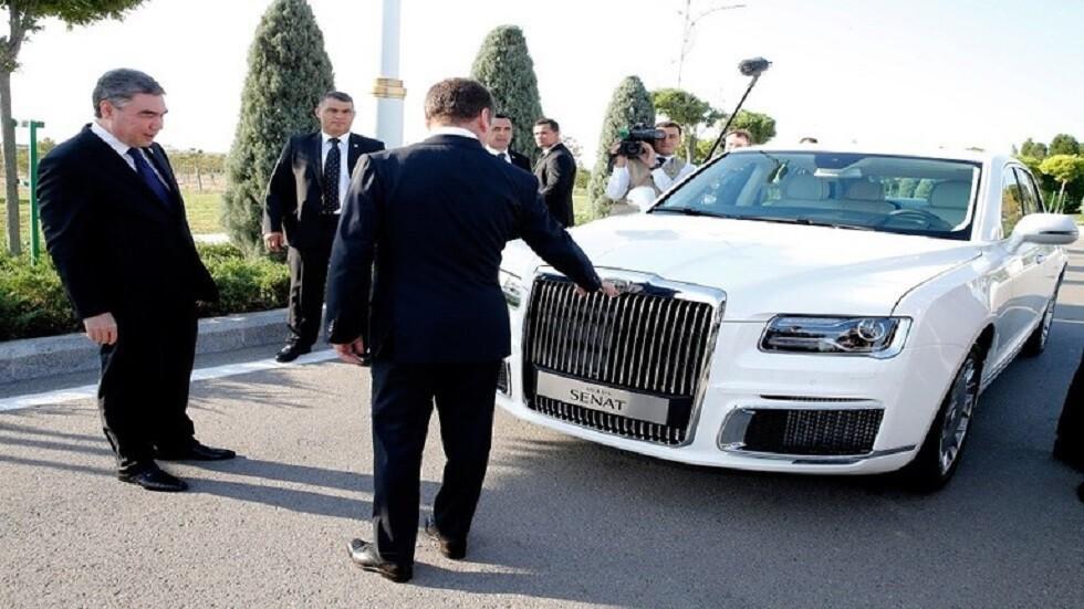 بوتين بحث في عشق أباد مع نظيره التركماني توريد سيارات