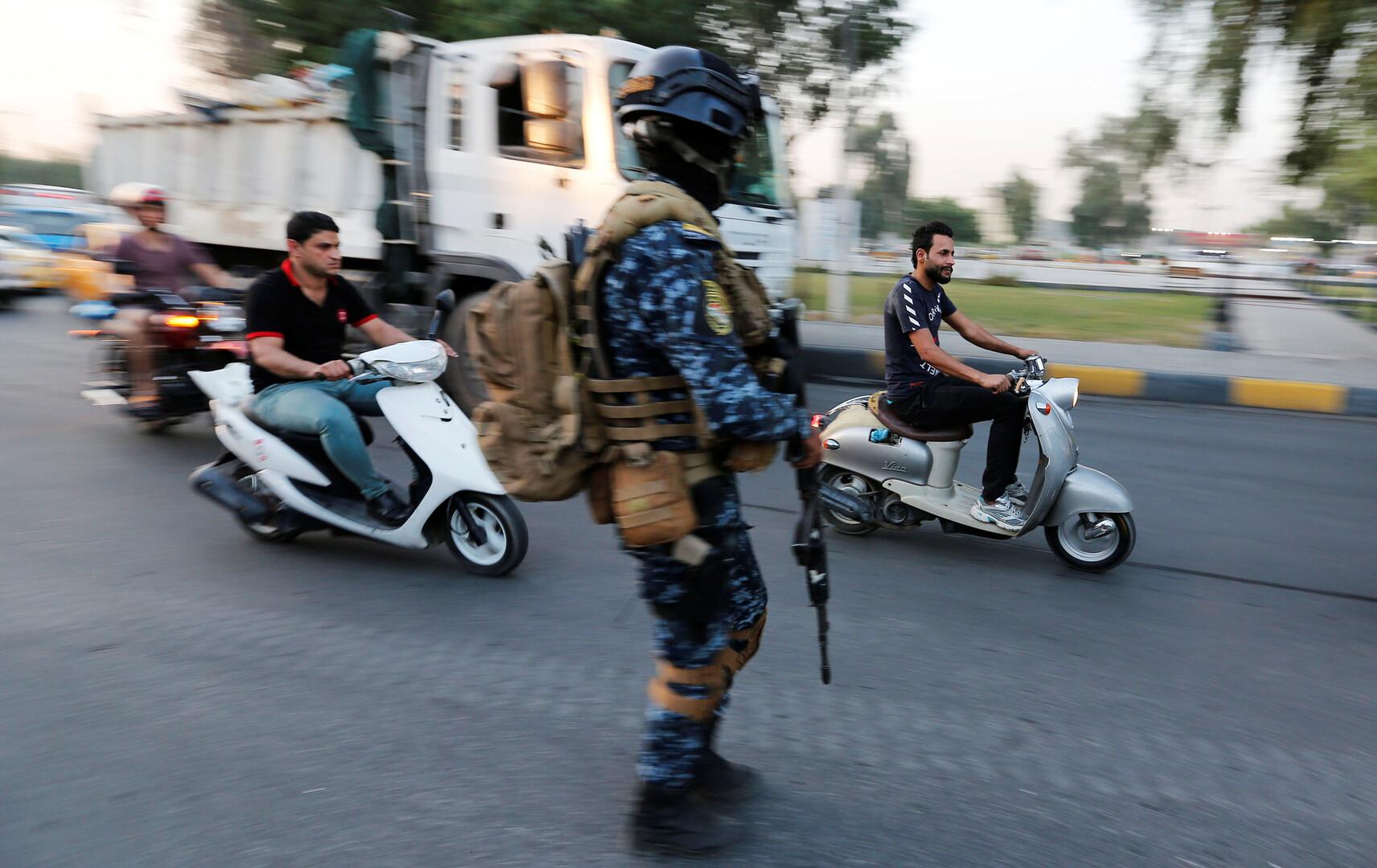 مذكرة قبض بحق مسؤول عراقي لاعتدائه على متظاهرين -
