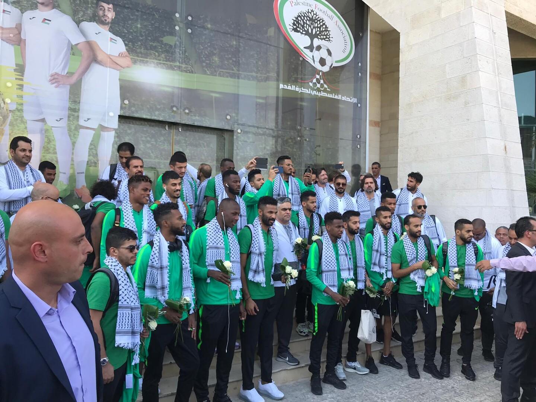 وصول بعثة المنتخب السعودي إلى رام الله (فيديو)