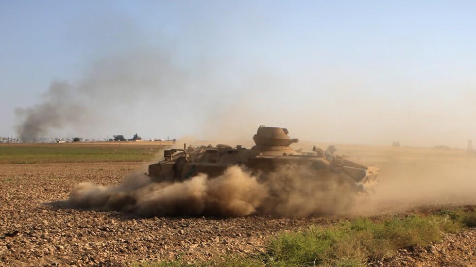 دبابة تركية بالقرب من مدينة تل أبيض السورية
