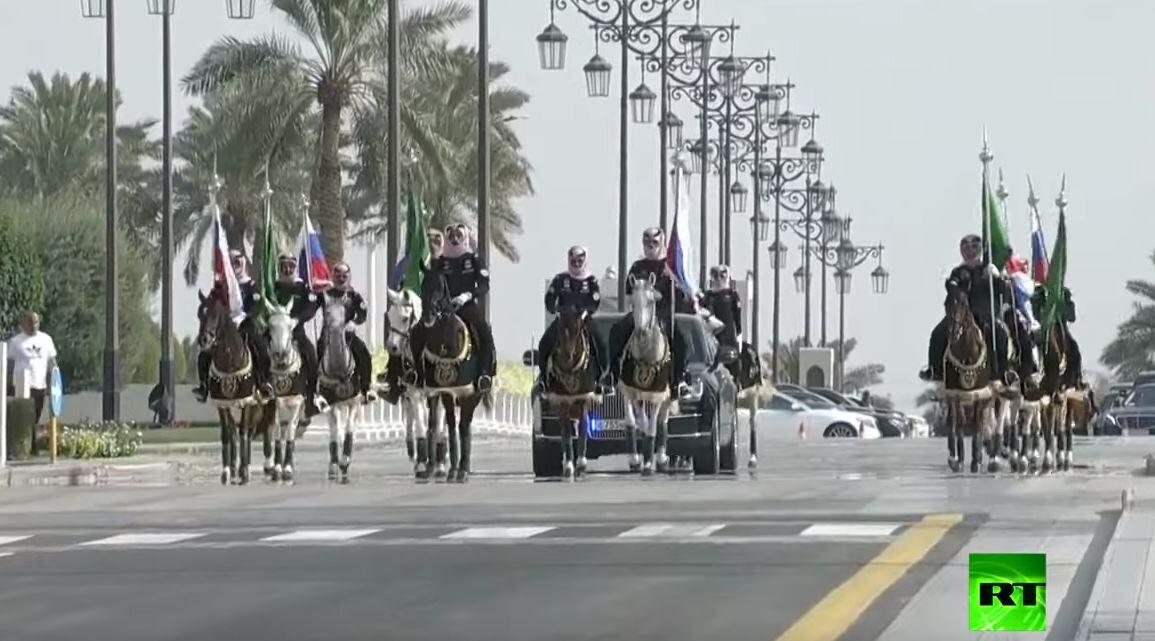 موكب الرئيس الروسي يتجه إلى قصر اليمامة في الرياض