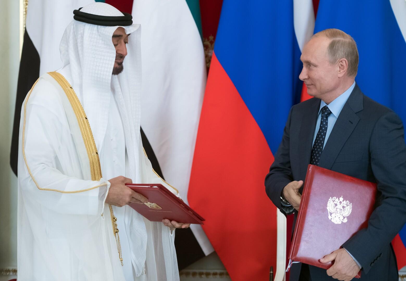 من الأرشيف - الرئيس الروسي فلاديمير بوتين وولي عهد أبوظبي محمد بن زايد
