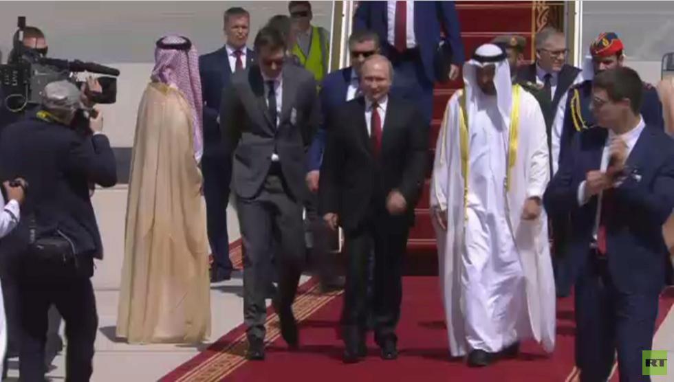 الرئيس الروسي، فلاديمير بوتين، خلال وصوله إلى أبو ظبي