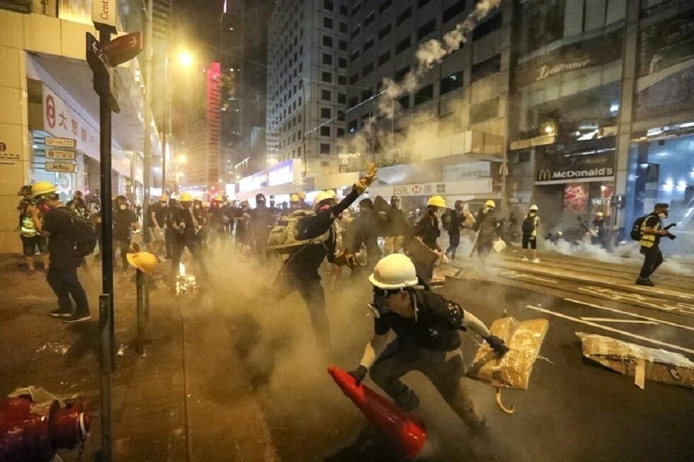 رئيسة هونغ كونغ تستبعد تقديم تنازلات لمثيري الشغب