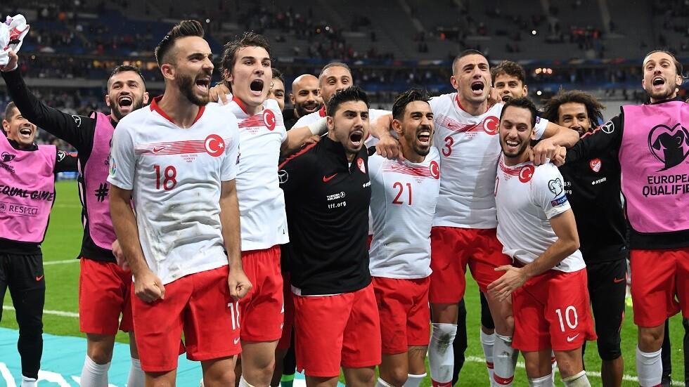 وزير الرياضة التركي يعلق على فتح