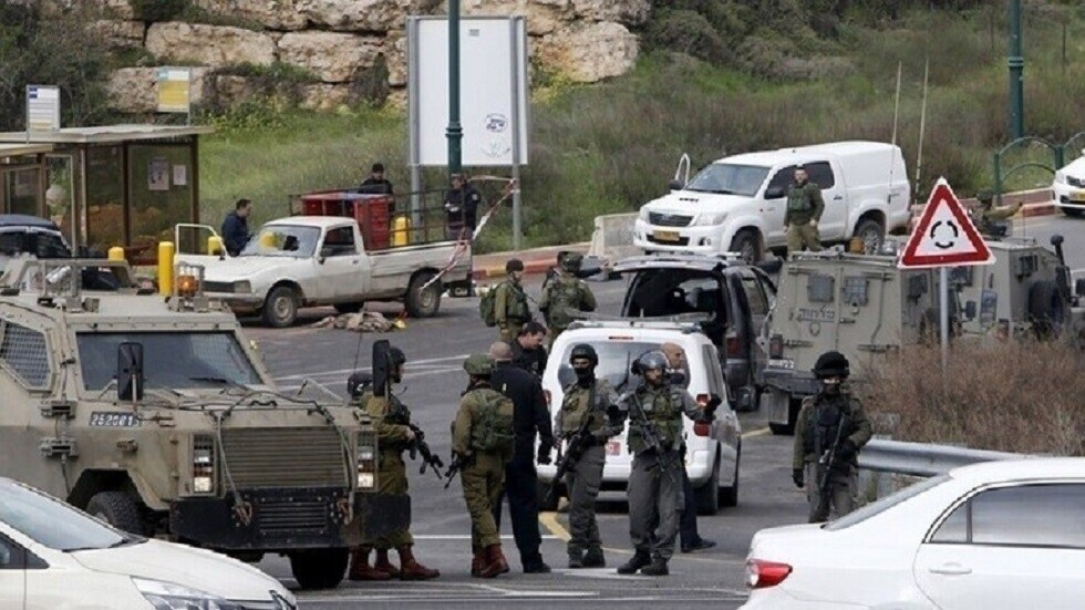 الجيش الإسرائيلي يطلق النار على شاب بتهمة محاولة دهس قرب رام الله