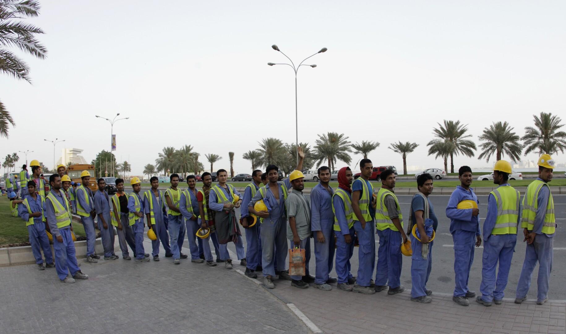 قطر تعد قانونا جديدا للعمالة الأجنبية