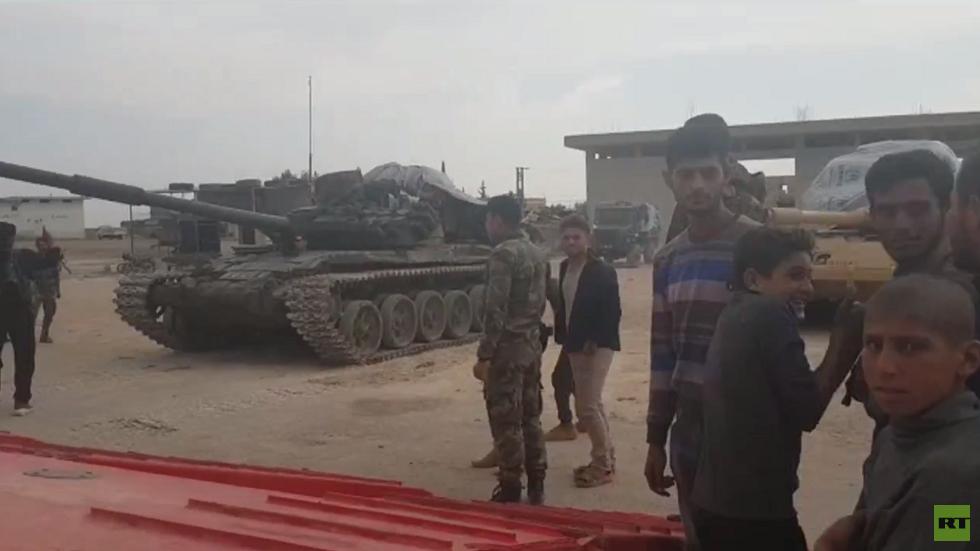 عدسة RT ترافق الجيش السوري في تحركاته من منبج إلى عين العرب