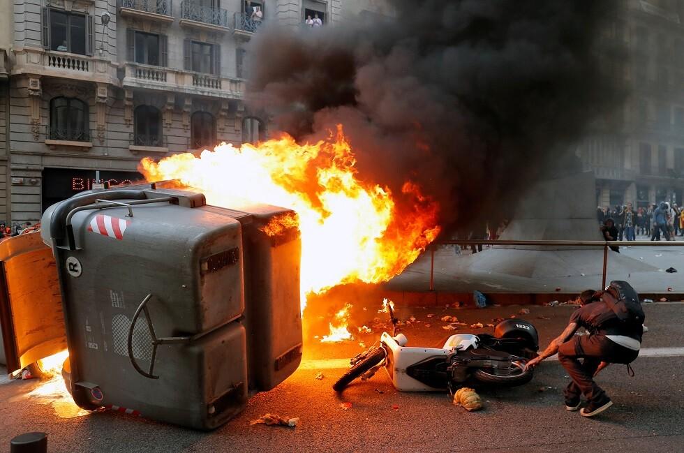 مواجهات بين متظاهرين والشرطة في برشلونة