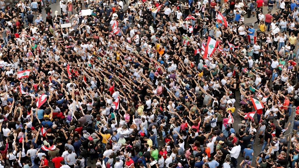 الوسط الفني والإعلامي اللبناني يشارك في الاحتجاجات ويهتف ضد الحكومة