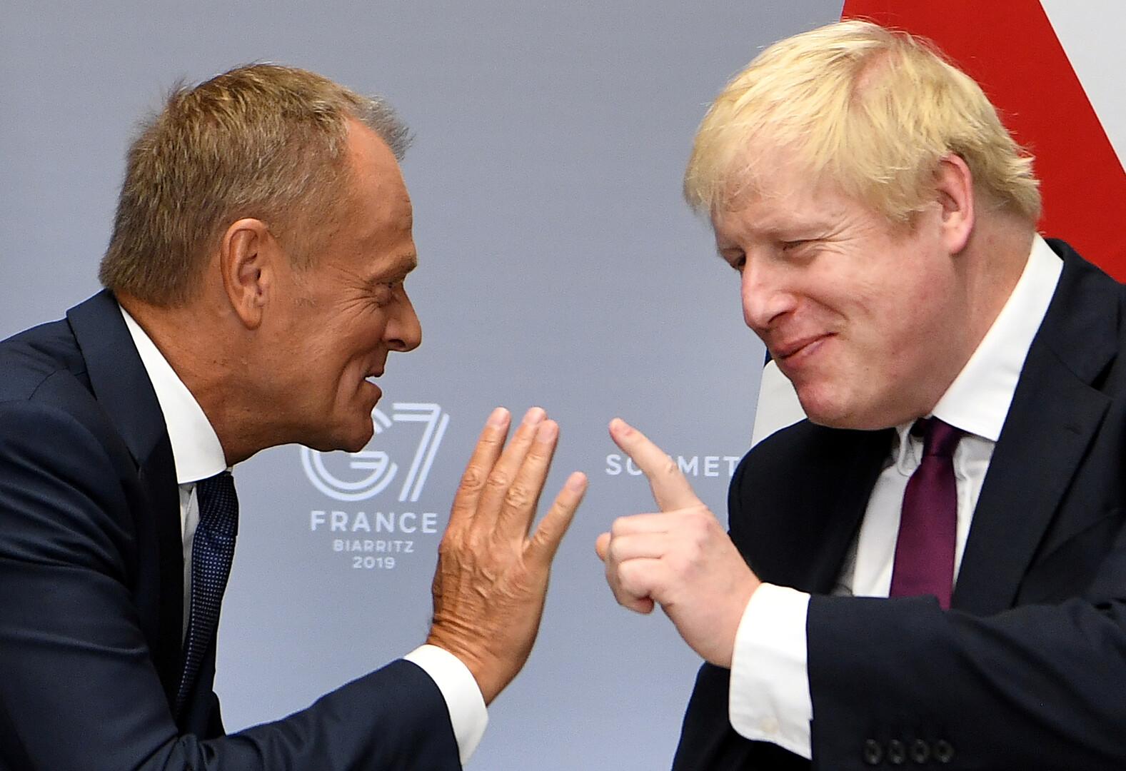 رئيس الوزراء البريطاني، بوريس جونسون، ورئيس المجلس الأوروبي، دونالد توسك