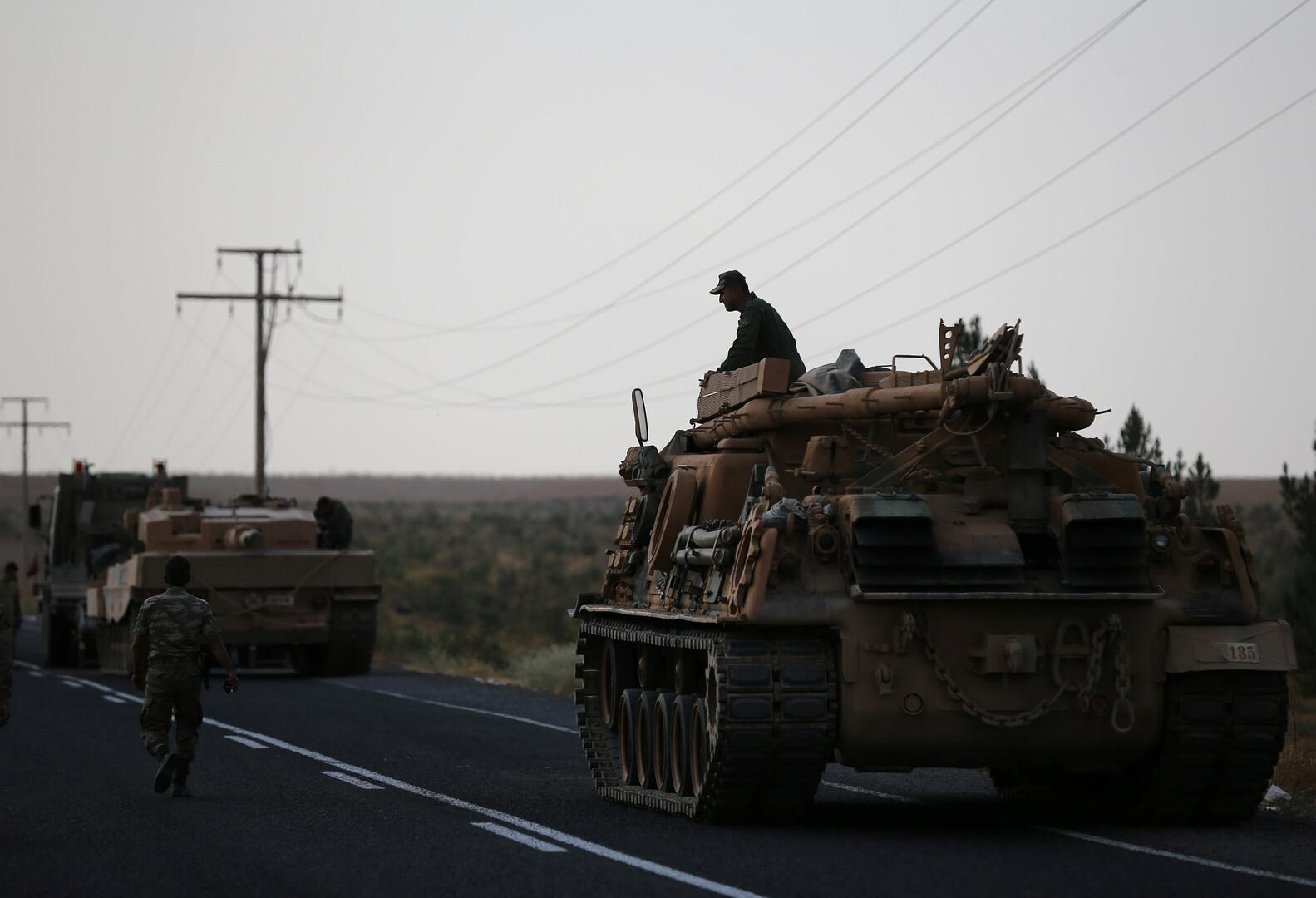 جنود أتراك على الحدود مع سوريا