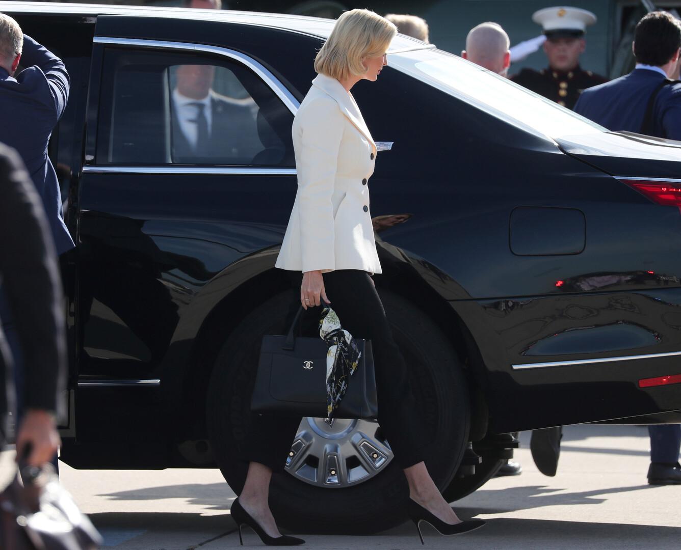 شاهد.. إيفانكا ترامب في موقف محرج بسبب حقيبة يدها!