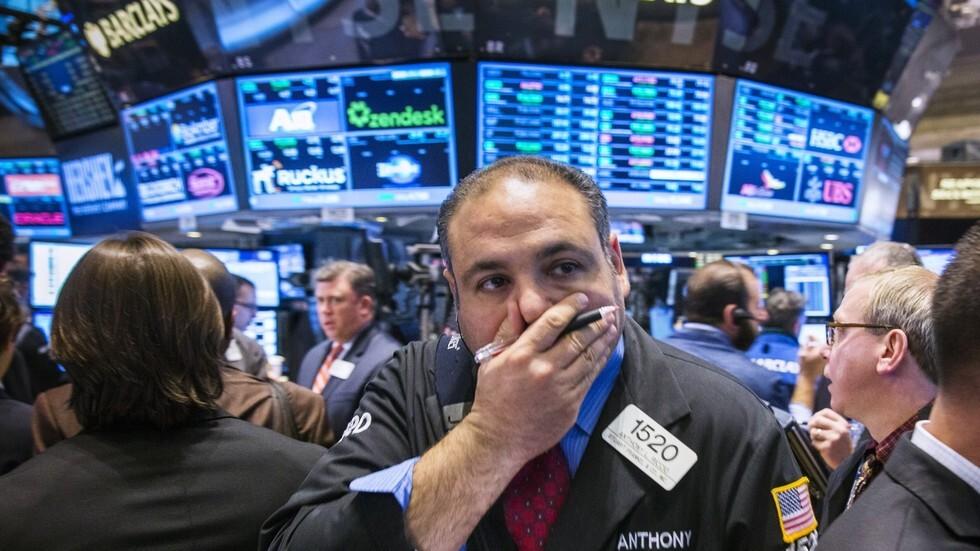 انخفاض أسعار النفط بسبب توقعات بضعف الطلب ومخاوف بشأن الإمدادات