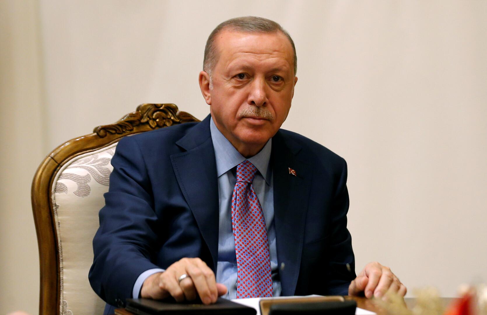 أردوغان: لن نسمح أبدا لشركات السجائر الإلكترونية بالعمل في تركيا