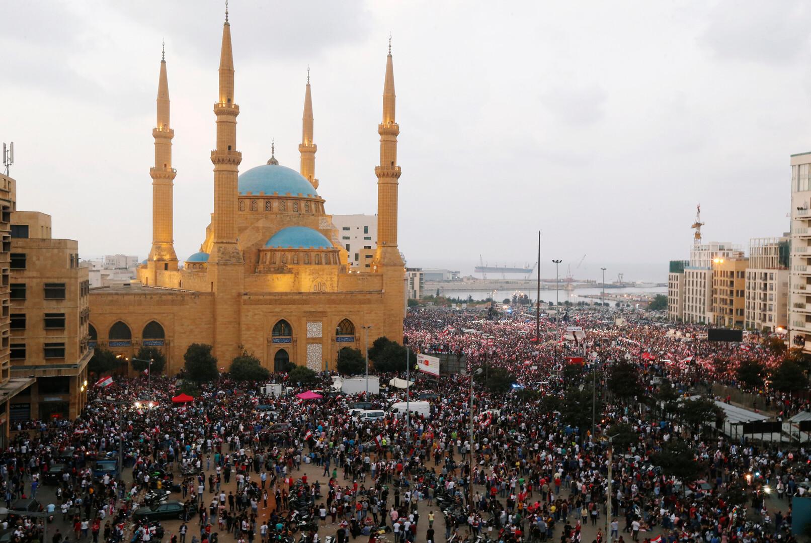 المحتجون يطالبون الحريري بالرحيل