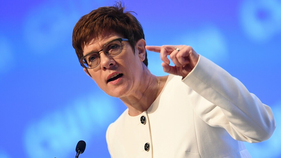 وزيرة الدفاع الألمانية أنيغريت كرامب كارينباوير