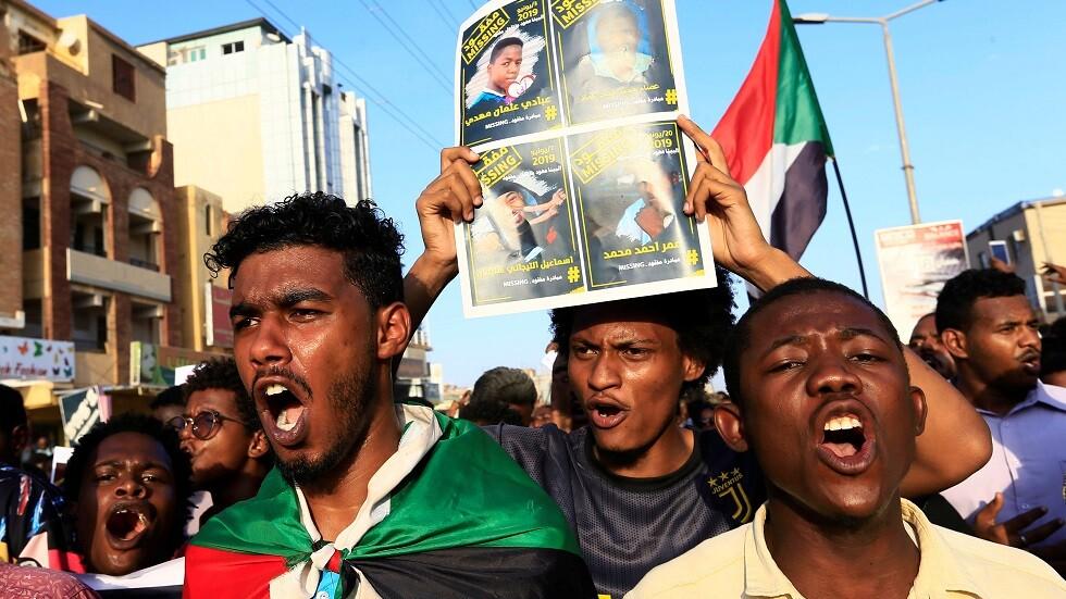 تظاهرات في السودان تطالب بحل الحزب الحاكم السابق