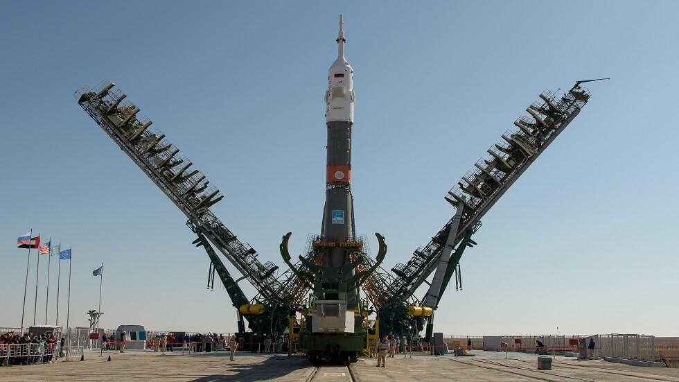 صاروخ على منصة الإطلاق