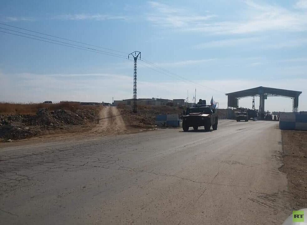 الشرطة العسكرية الروسية تطلق دوريات على حدود سوريا مع تركيا وستنشئ قاعدة لها بعين العرب