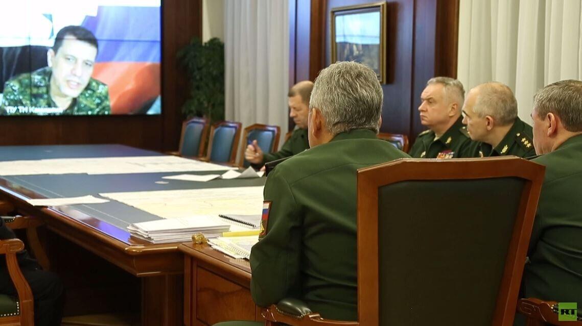 وزير الدفاع الروسي سيرغي شويغو يبحث مع قائد