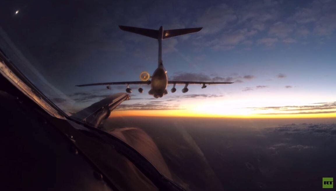 تو-160 الروسية تتزود بالوقود في الجو أثناء رحلة الى جنوب إفريقيا