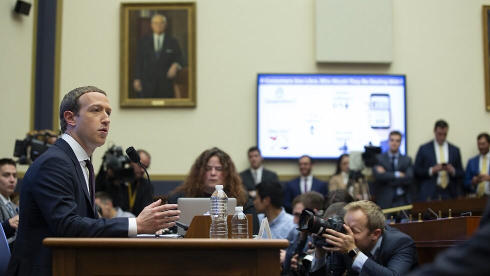 زوكربيرغ أثناء استجوابه بالأمس