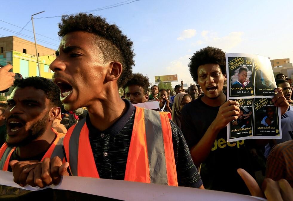 تعليق المؤتمر الشعبي السوداني على منع سفر ﺍﻟﺴﻨﻮﺳﻲ ﻭﻋﻠﻲ ﺍﻟﺤﺎﺝ
