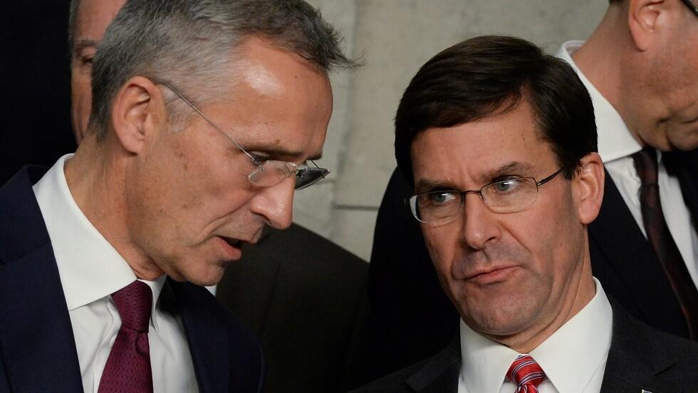 وزير الدفاع الأمريكي مارك إسبر مع الأمين العام لحلف الناتو ينس ستولتنبرغ