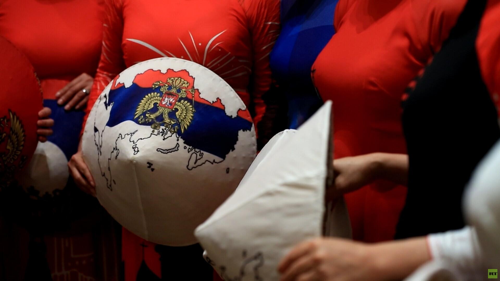 مصممة أزياء فيتنامية عالمية تقدم آخر مستجداتها في موسكو
